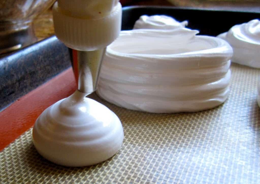 piping meringues