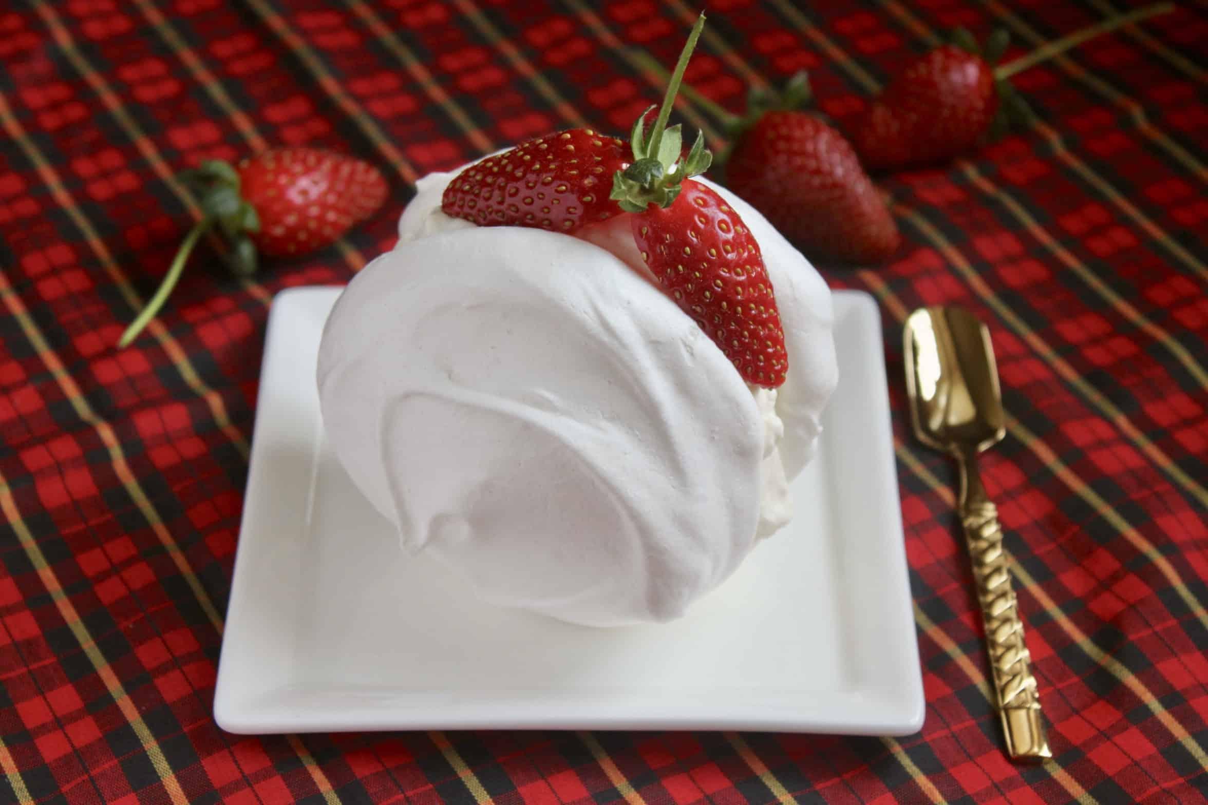 Meringue and fresh cream with strawberries