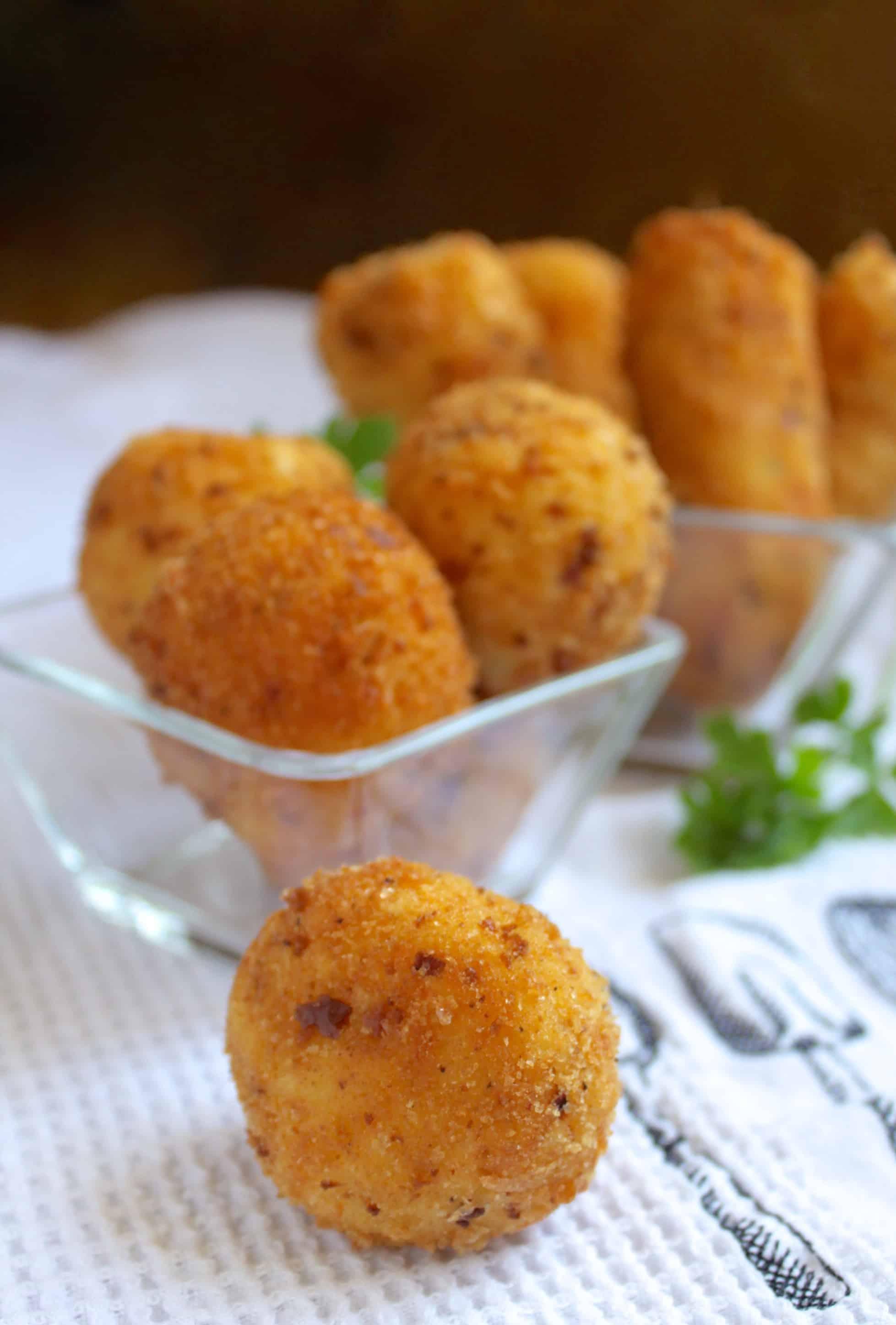 Potato Croquettes (Crispy Deep Fried Mashed Potatoes!) - Christina's ...