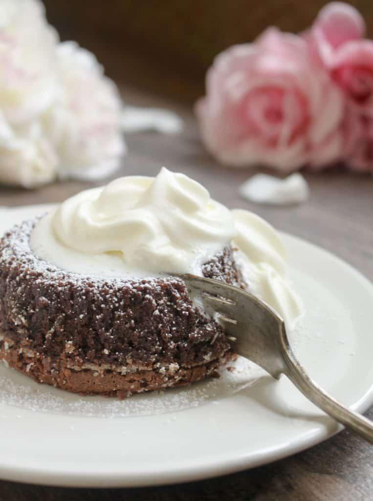 cutting molten chocolate lava cake