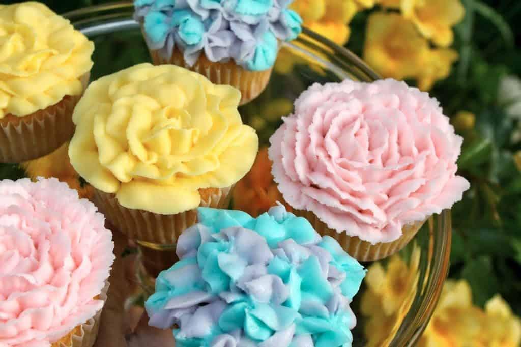 Flower Cupcakes Decorate To Celebrate Christinas Cucina