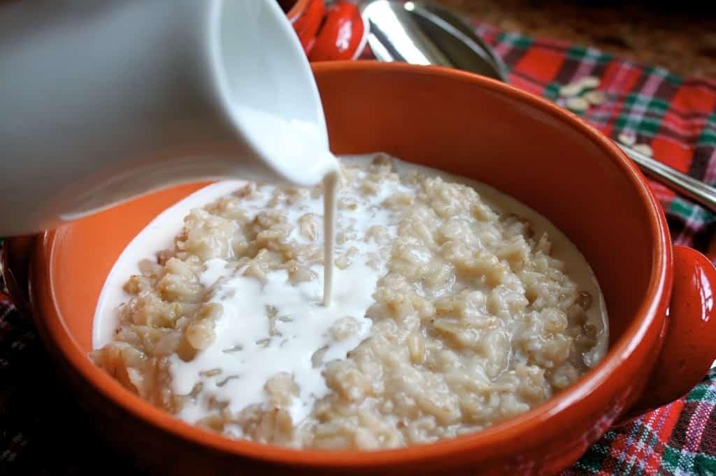 serving porridge with cream