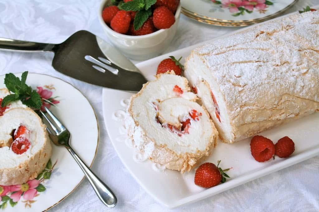 Pavlova Meringue Roulade Summer Berry Meringue Roulade