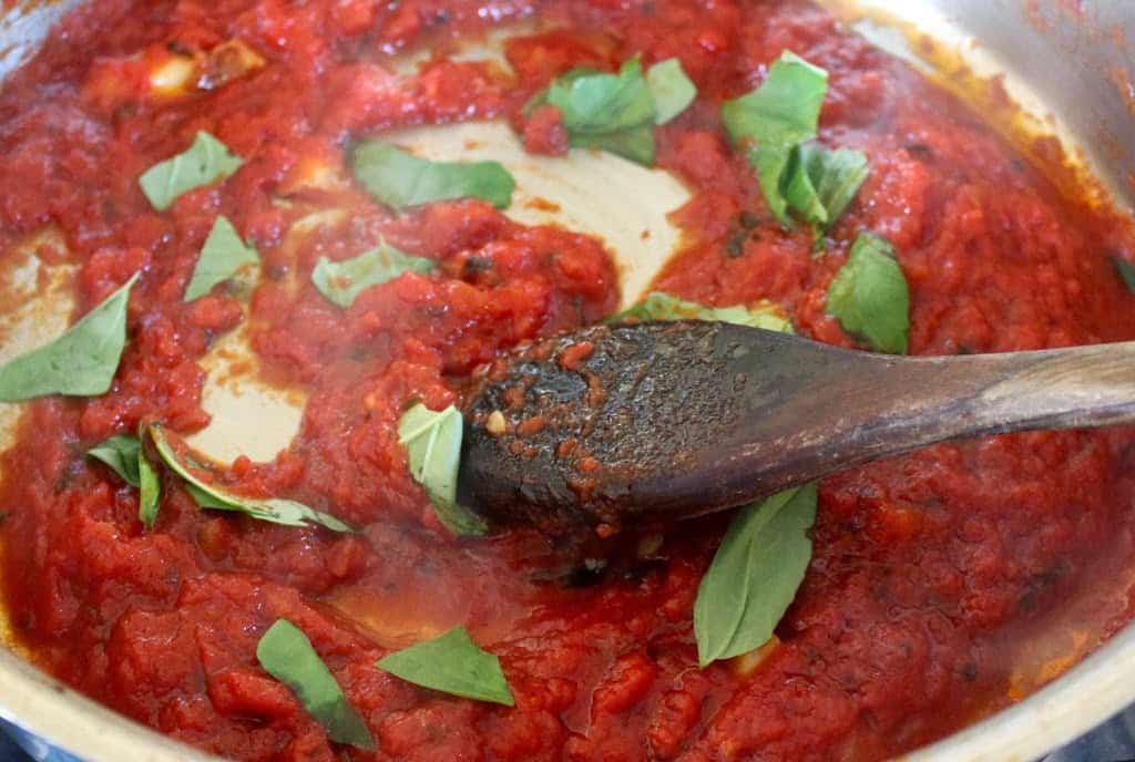 quick and easy homemade authentic Italian tomato sauce