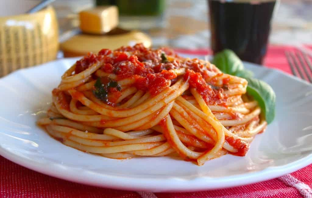 quick and easy homemade authentic Italian tomato sauce