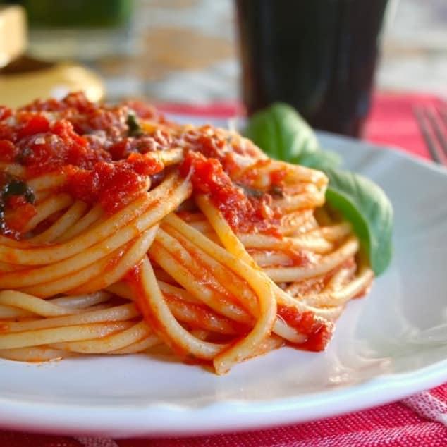 autentic spaghetti with quick tomato sauce