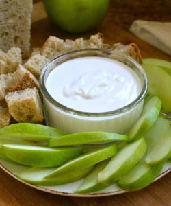 Goat cheese dip with apples and bread