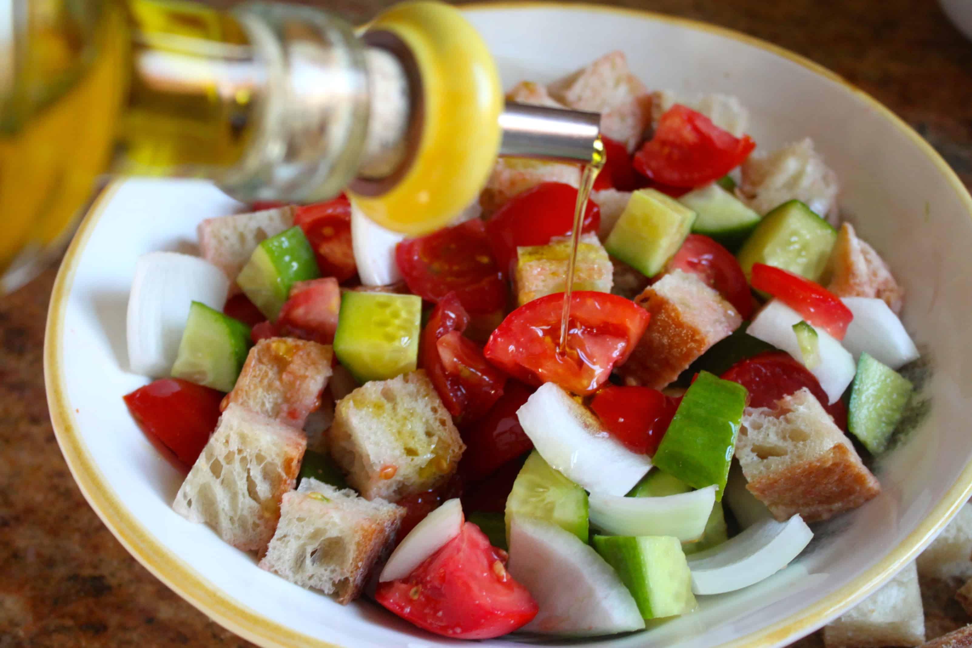 Panzanella: Traditional Italian Bread and Tomato Salad - Christina's ...