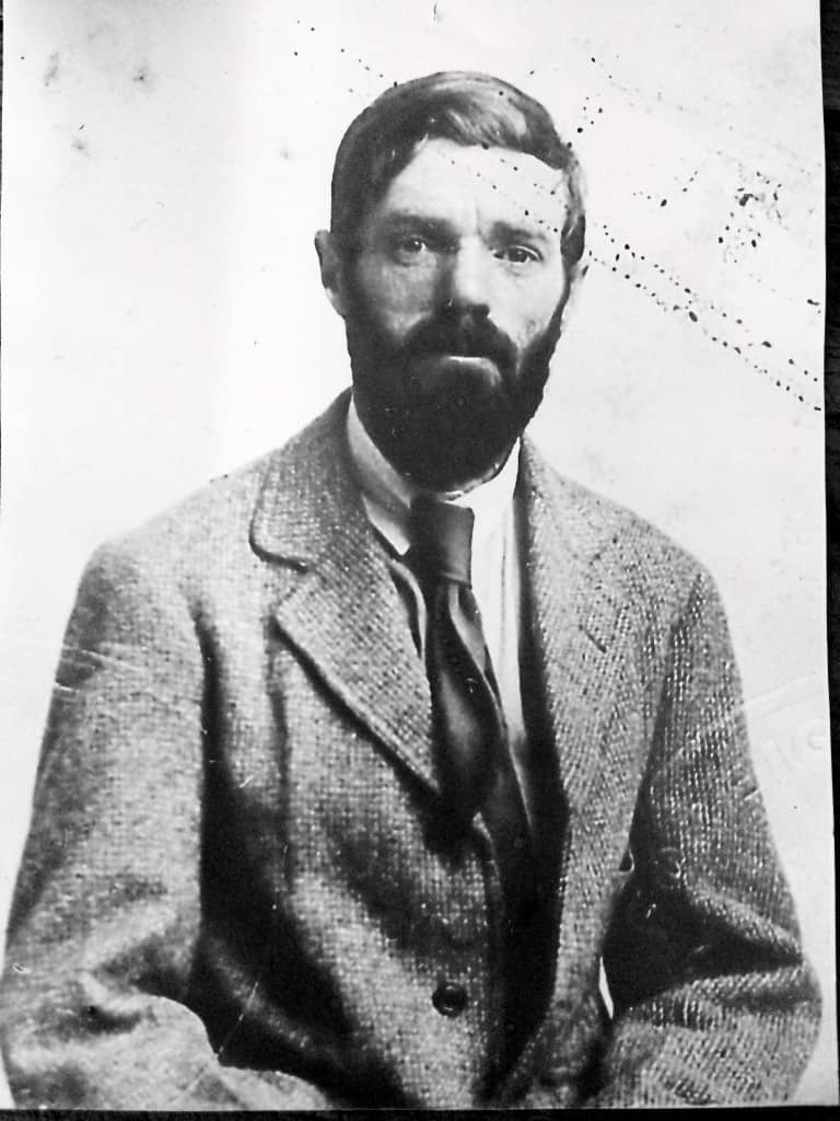 dh lawrence biography - the eyes motif in the works of dh lawrence dh lawrence's short stories the shadow in the rose garden, the prussian officer and the white stocking possess an eyes motif this motif, along with a variety of other motifs, are used throughout the works of the author and adds depth to the stories.