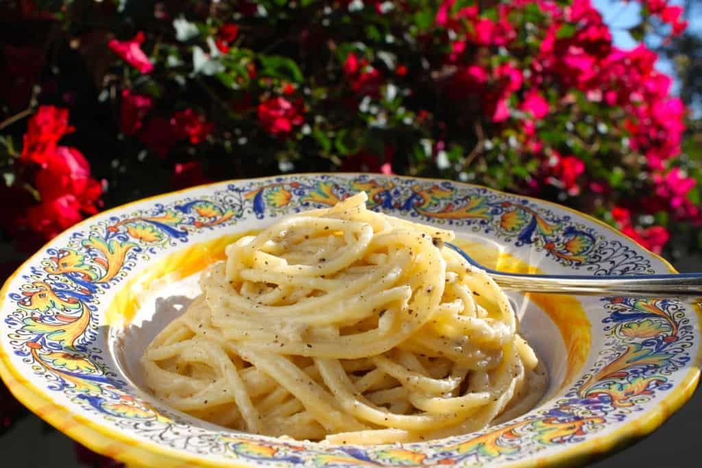 Cacio e pepe spaghetti in la