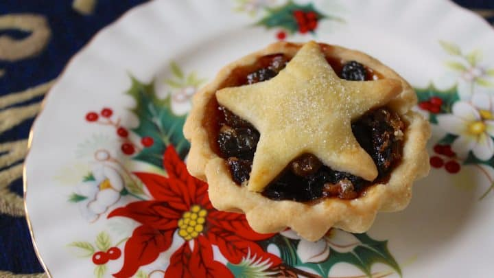 Mince Pies (Mincemeat) Pies for a Traditional British Christmas Treat