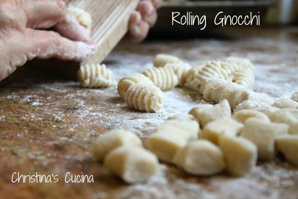 how to shape authentic Italian gnocchi video