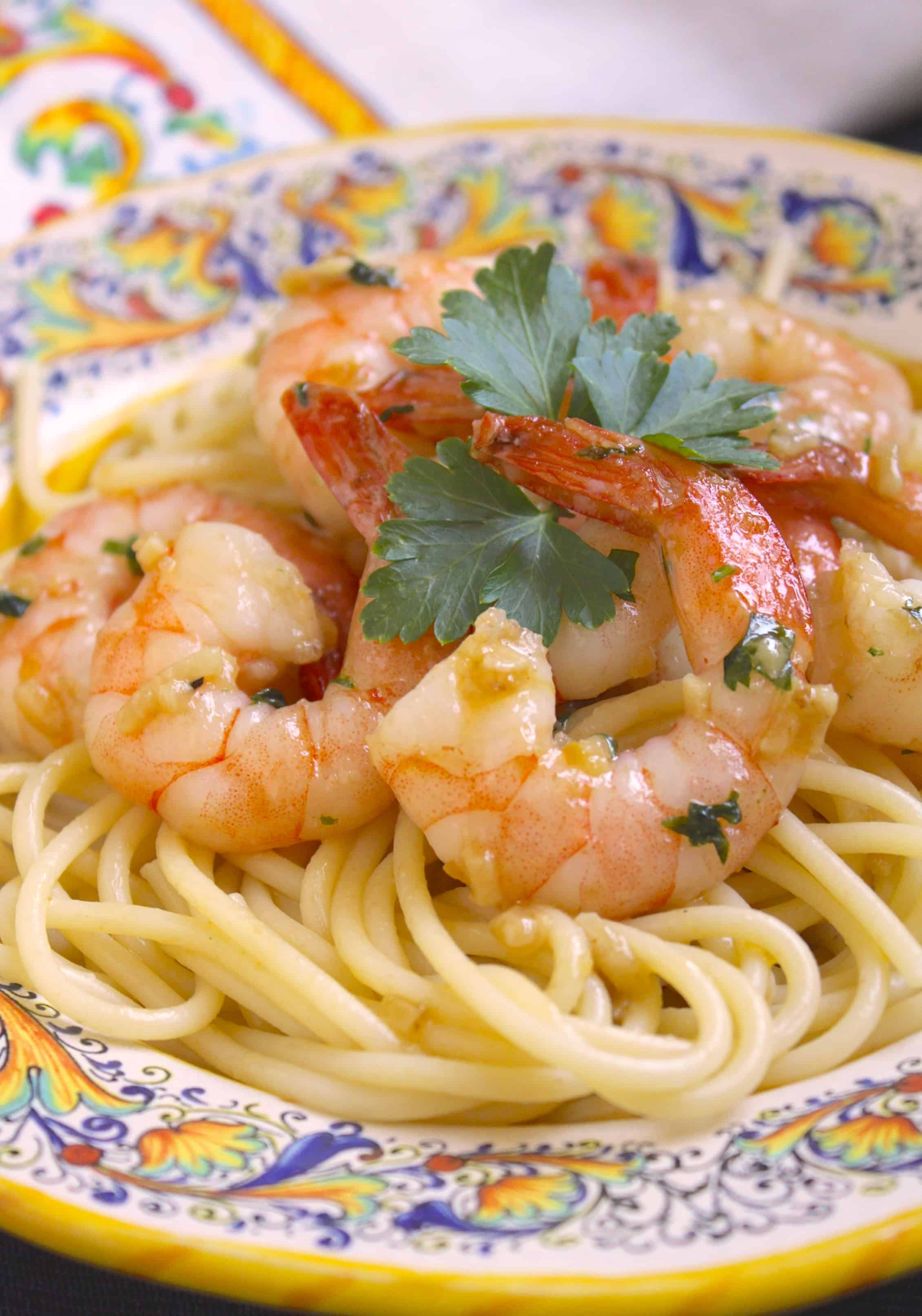 Simple Garlic & Butter Shrimp with Spaghetti (Shrimp Scampi ...