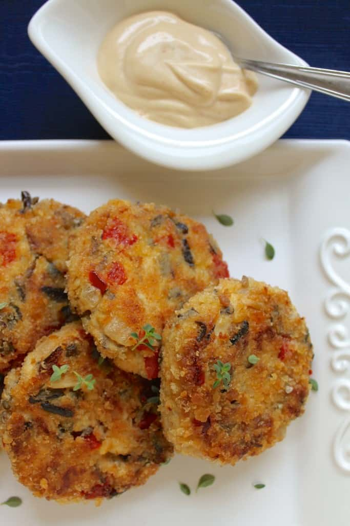 Crab cakes with sauce