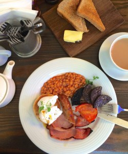 Full English Breakfast at the Bull and Hide