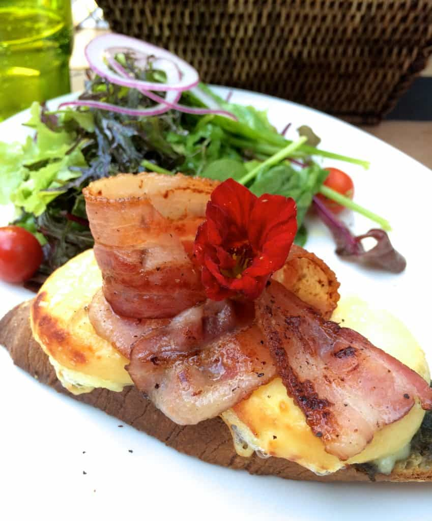 Bacon and Cheese crostini in Carouge