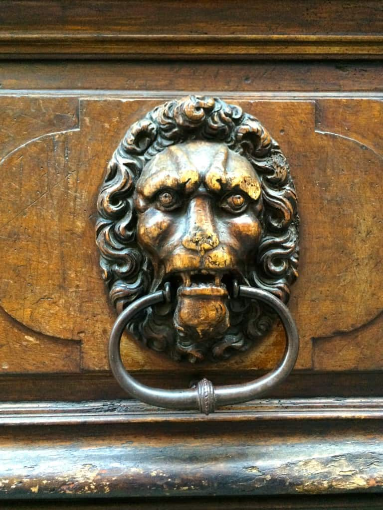 door knocker in Geneva Christinas Cucina