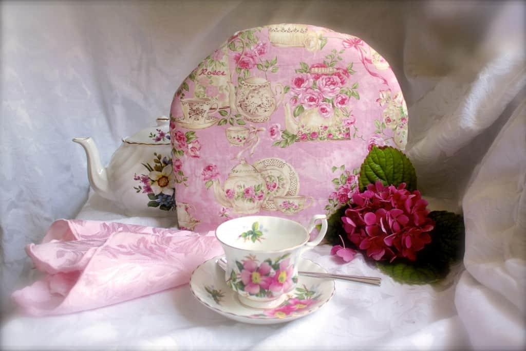 Denisas-pink-tea-cosy.jpg