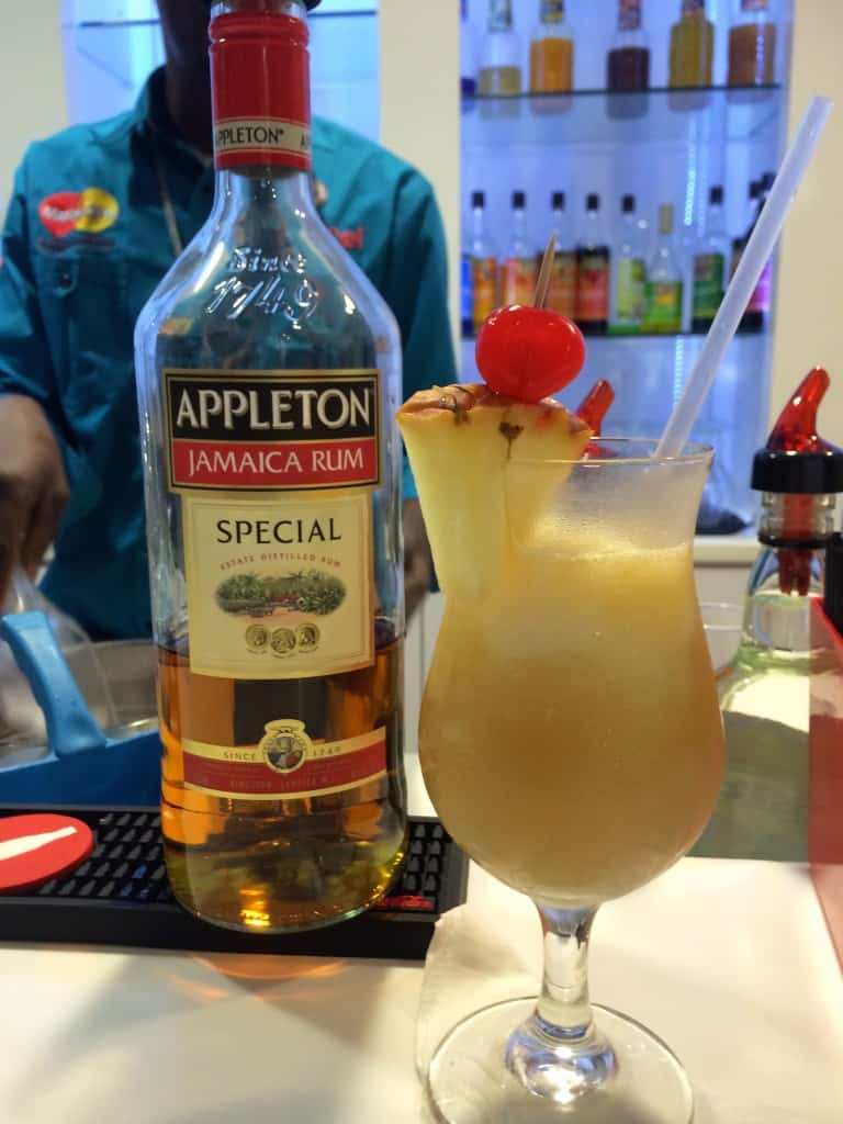 Cluby Mobay cocktail