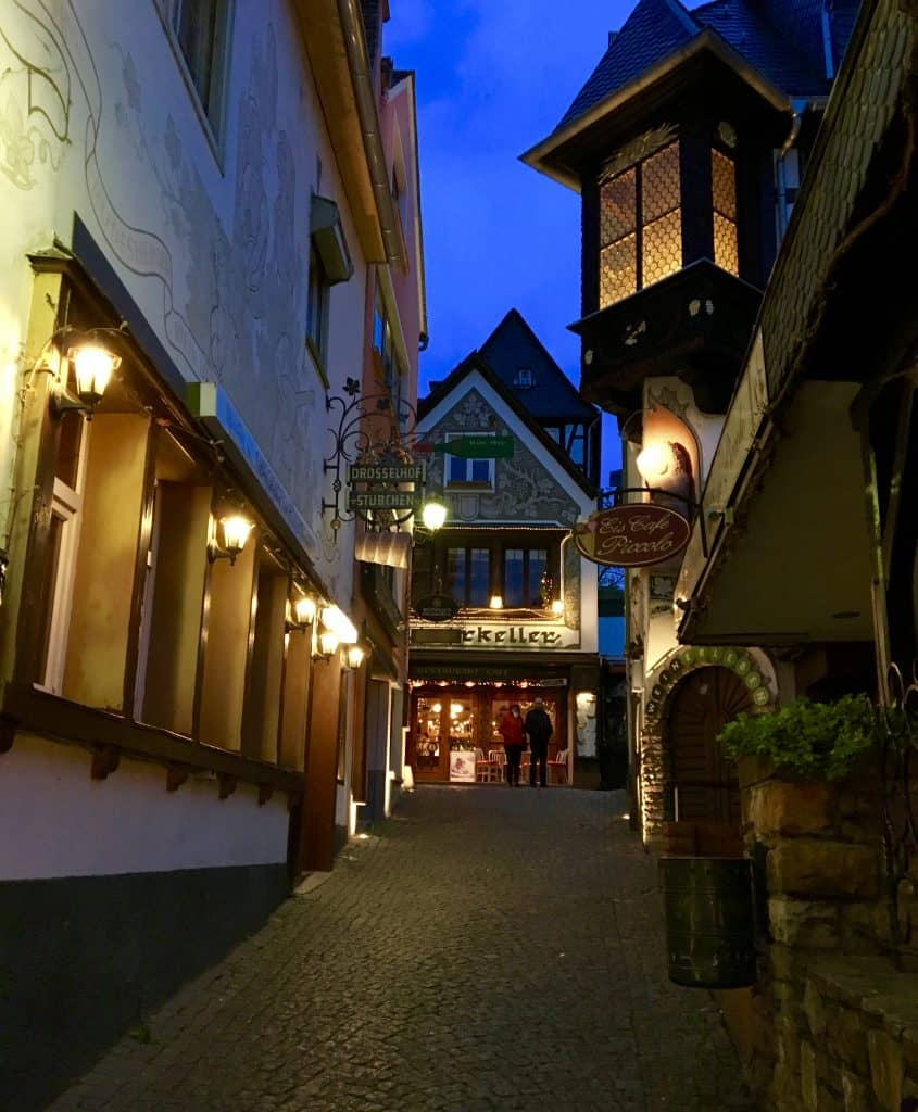 Rüdesheim at night (Germany)