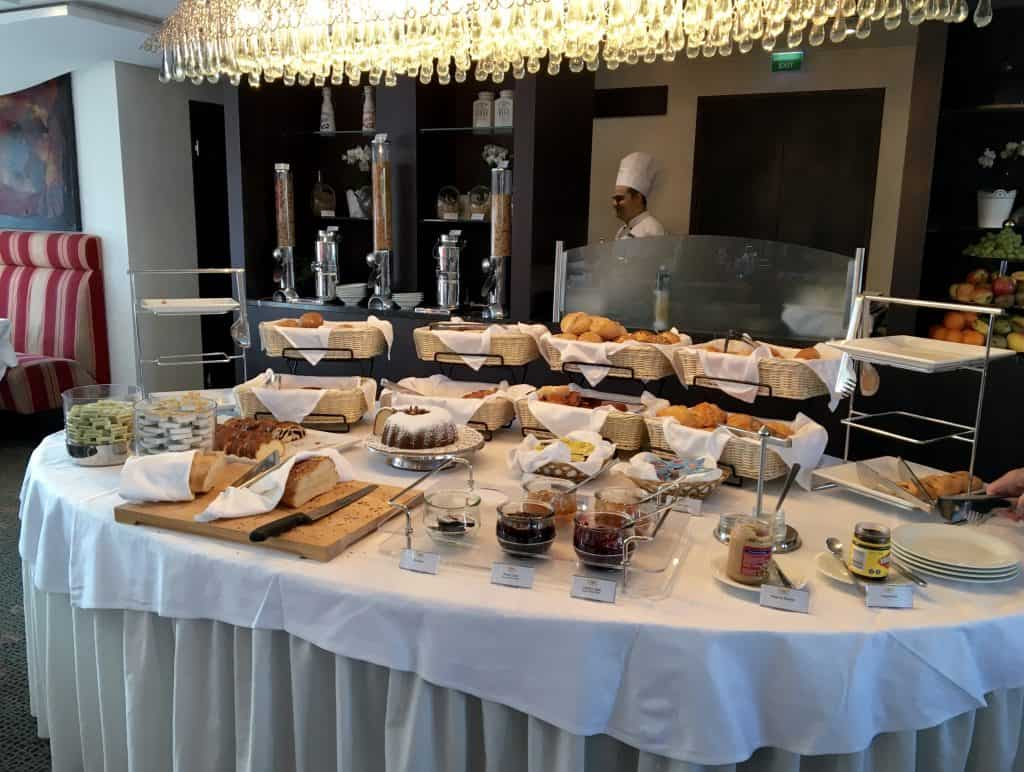 Breakfast buffet on the AmaCerto