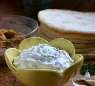 Easy Healthy Homemade Tzatziki Sauce (Cucumber & Greek Yogurt Sauce)