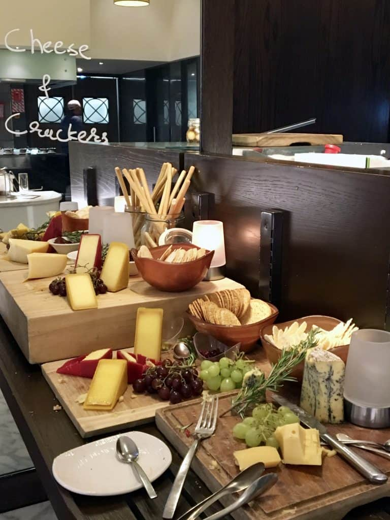 Cheese and crackers at Eight in Cordis