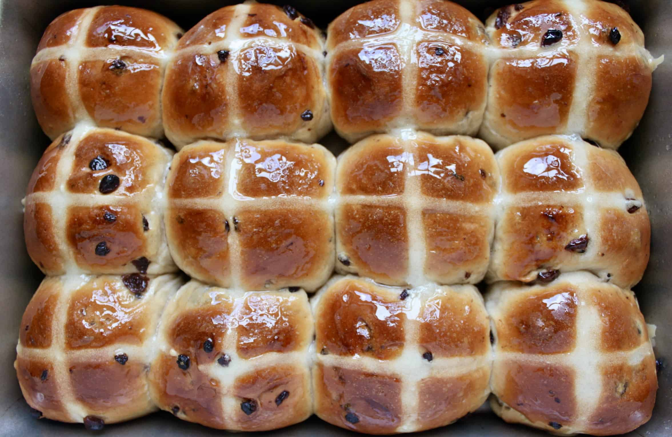 hot cross buns in a tray