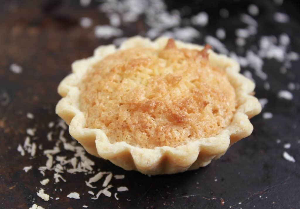 Coconut and jam tarts (coconut tartlets)