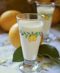 glass of crema di limoncello