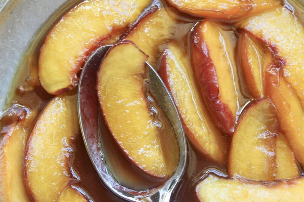 buttery maple peach topping