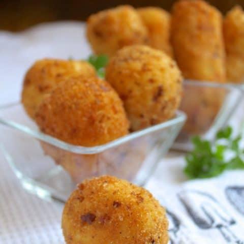 Potato Croquettes (Crispy Deep Fried Mashed Potatoes!)