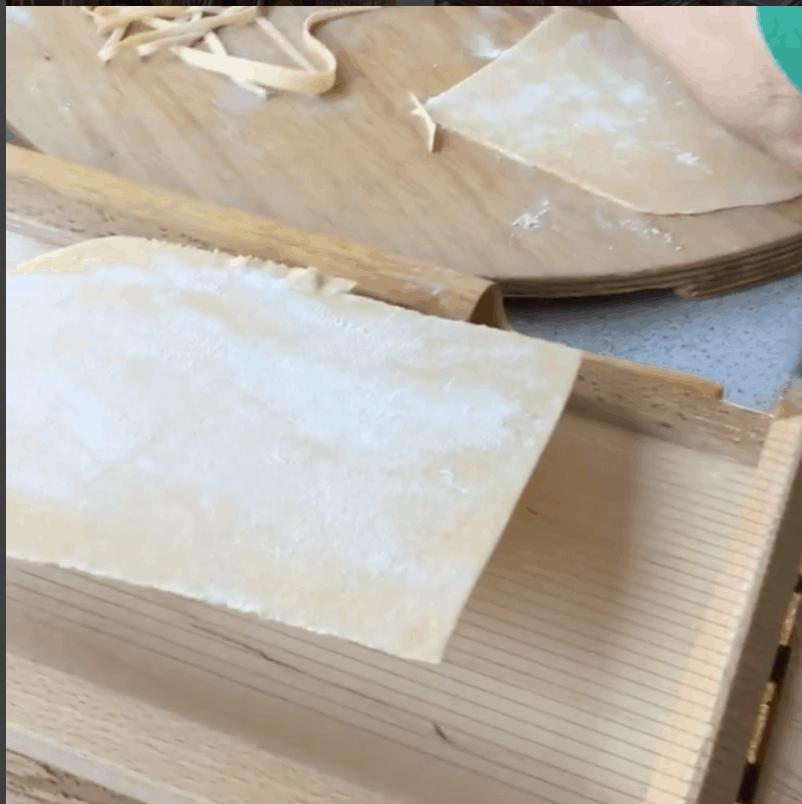 Chitarra pasta cutter