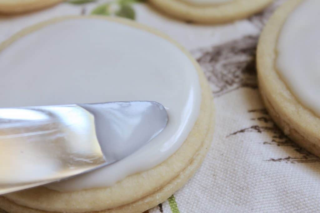 Decorating Empire Biscuits