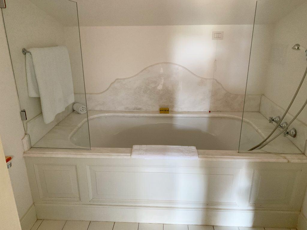 palazzo bathtub