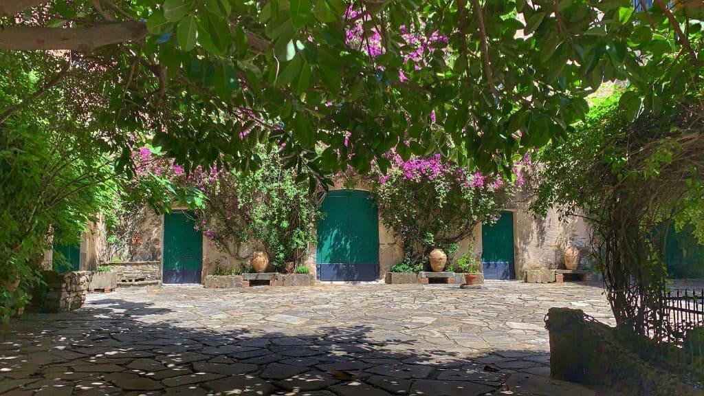 courtyard palazzo