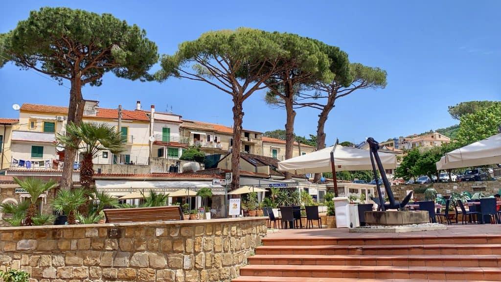 Santa Maria di Castellabate piazza