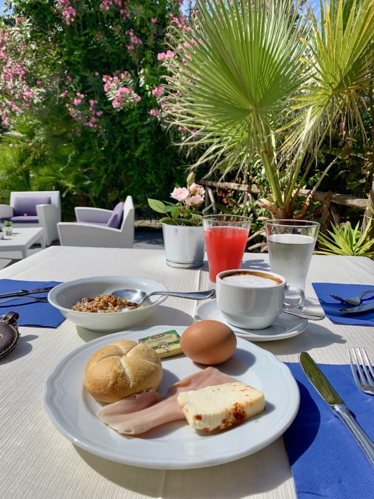 breakfast at Palazzo Belmonte