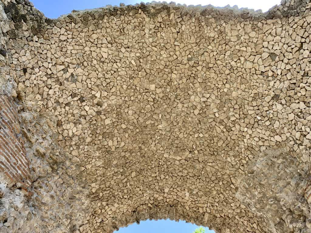 detail of an arch in Paestum
