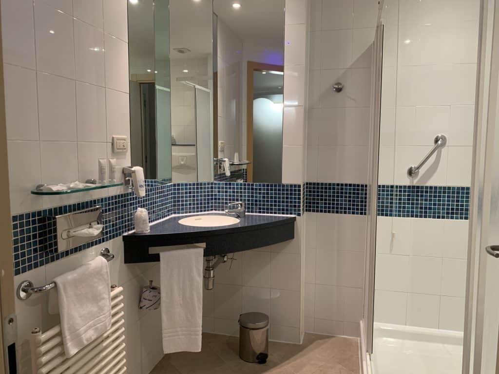best western bathroom