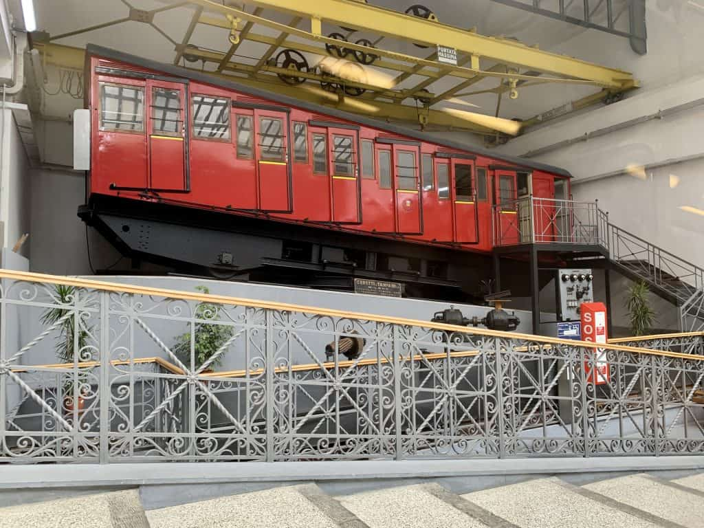 funicular in Naples