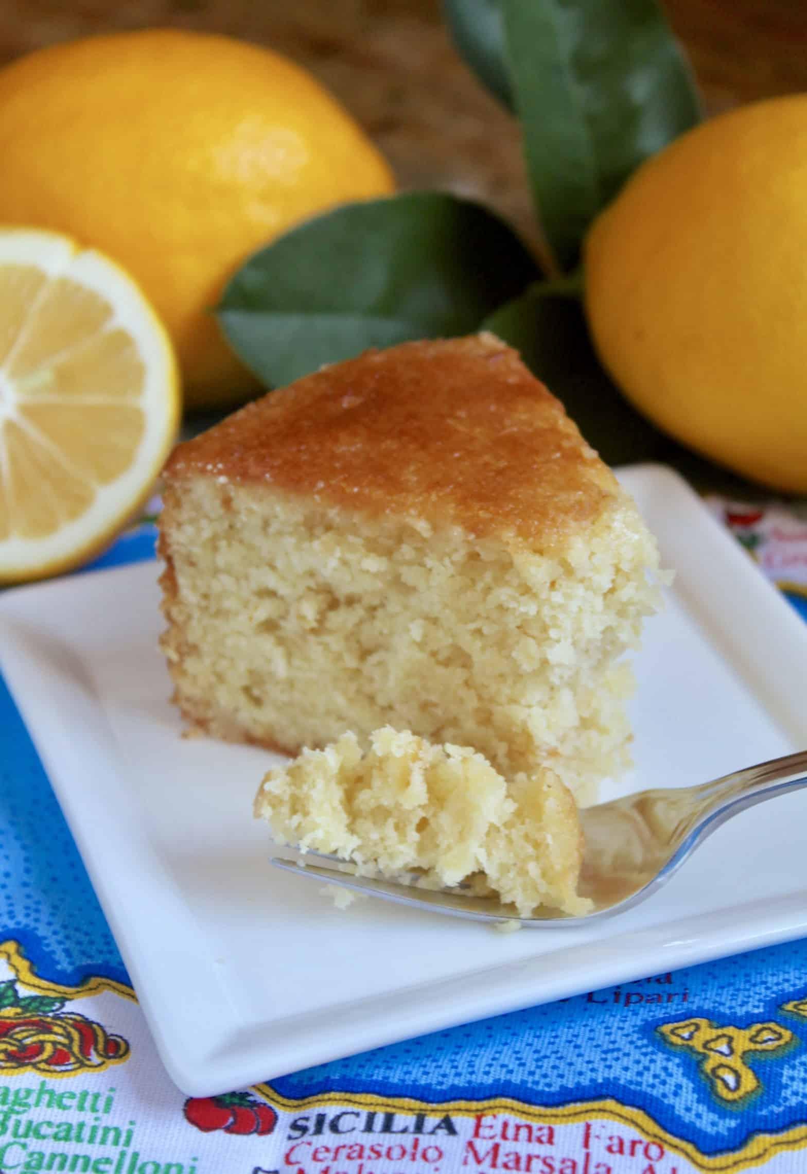 Sicilian whole lemon cake