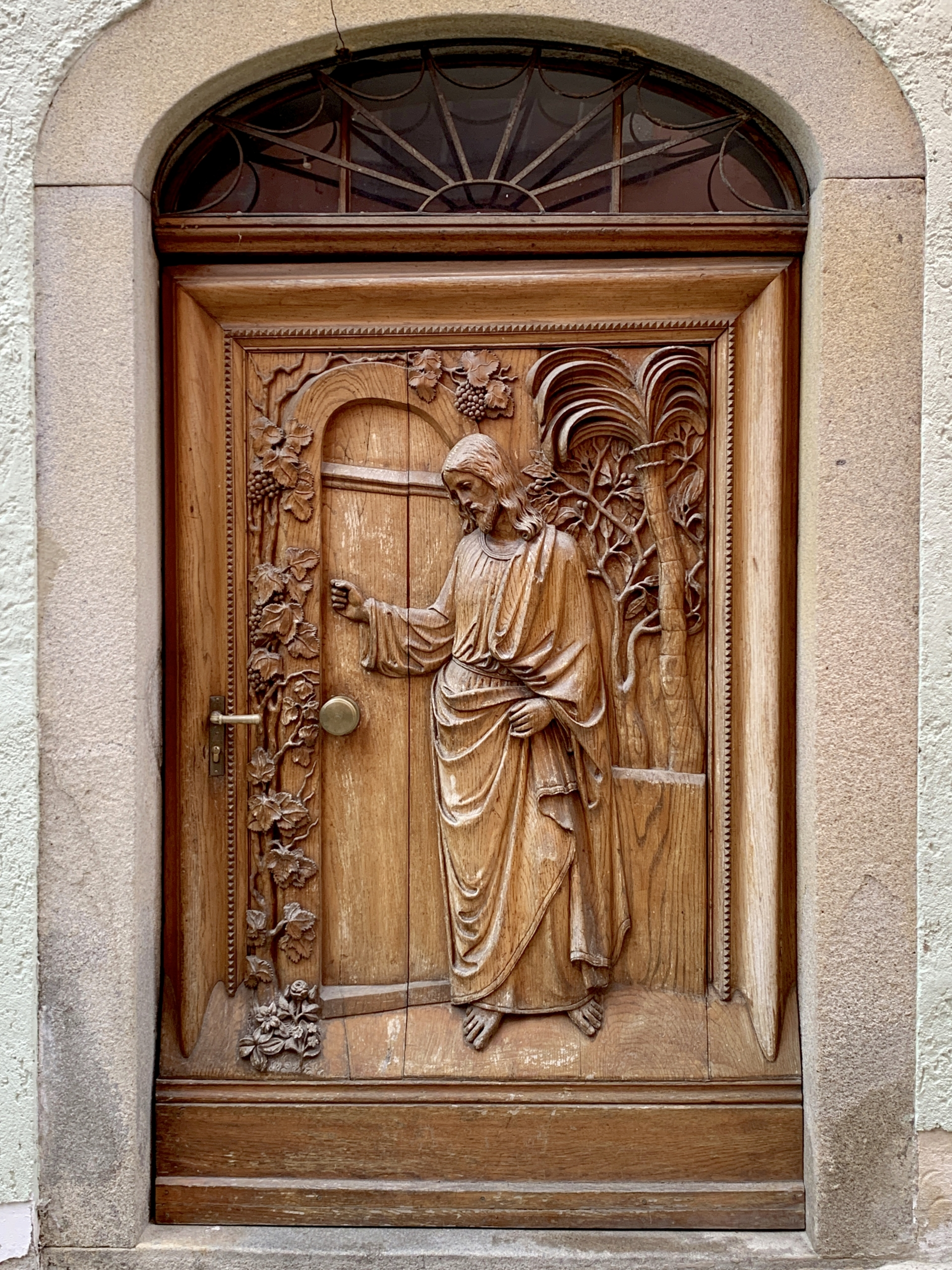Jesus knocking door