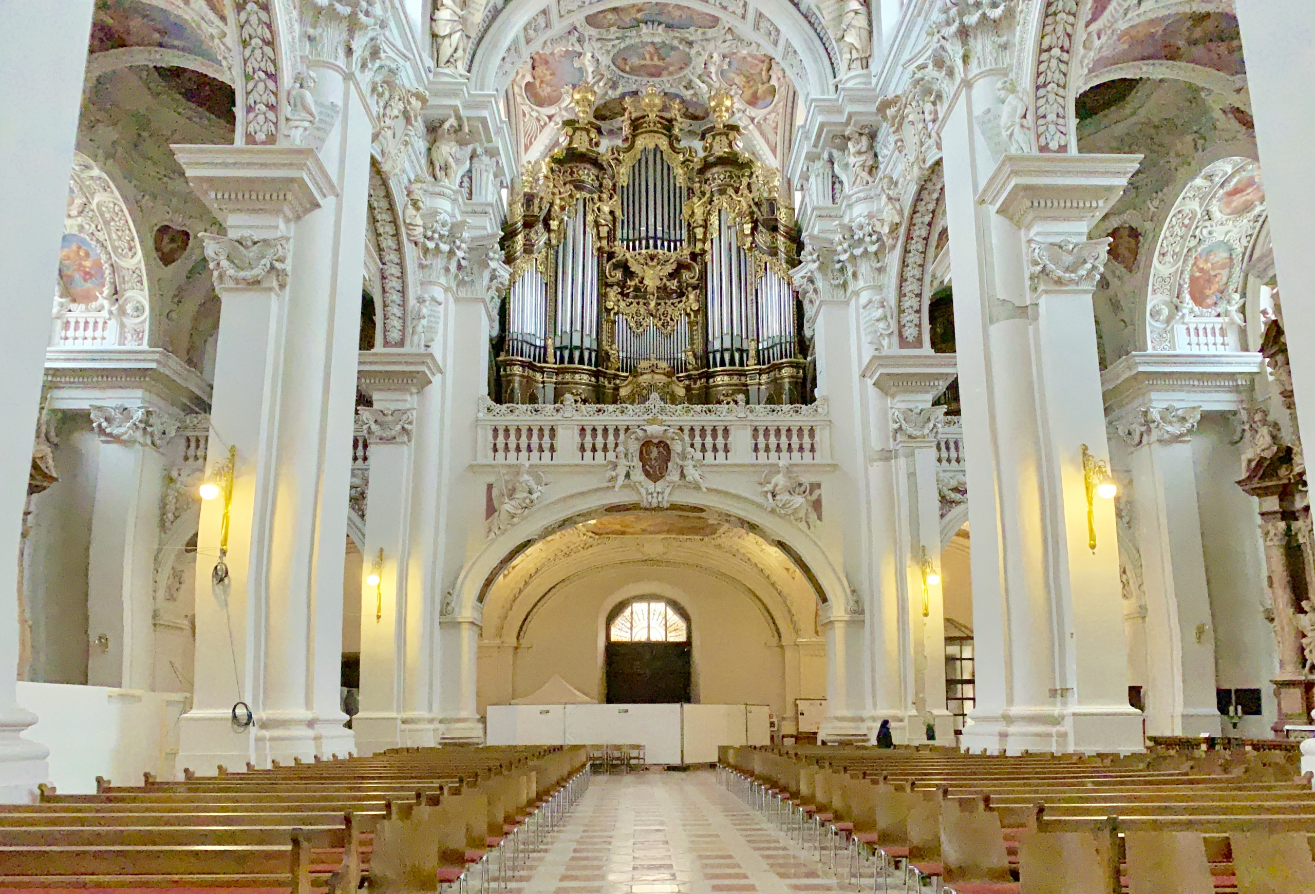 largest pipe organ in Europe (Passau)