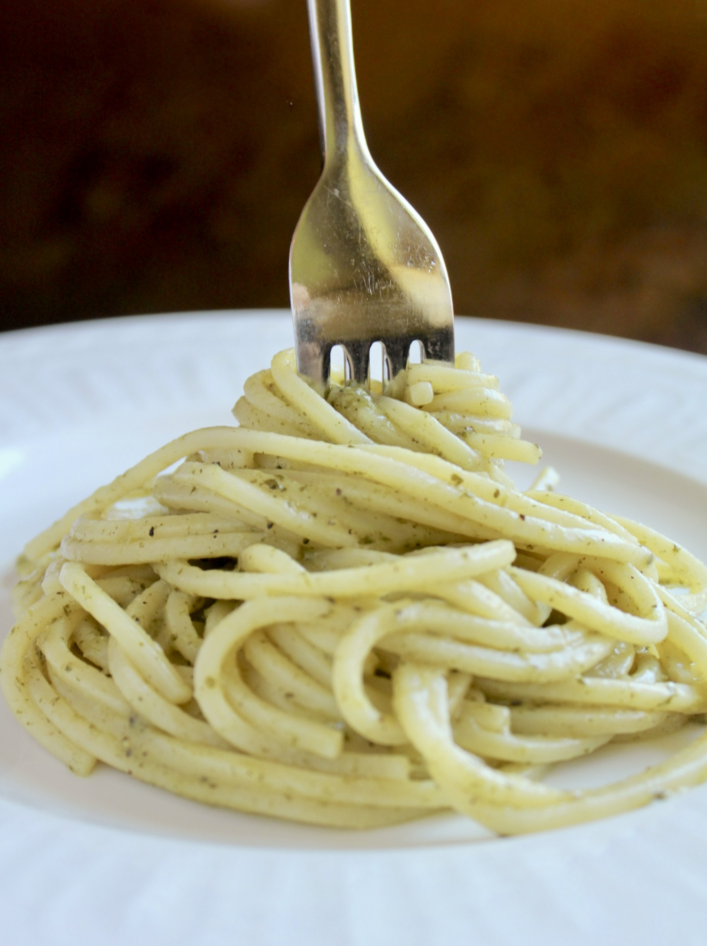 pasta cacio e pepe with dandelion on a plate with a fork