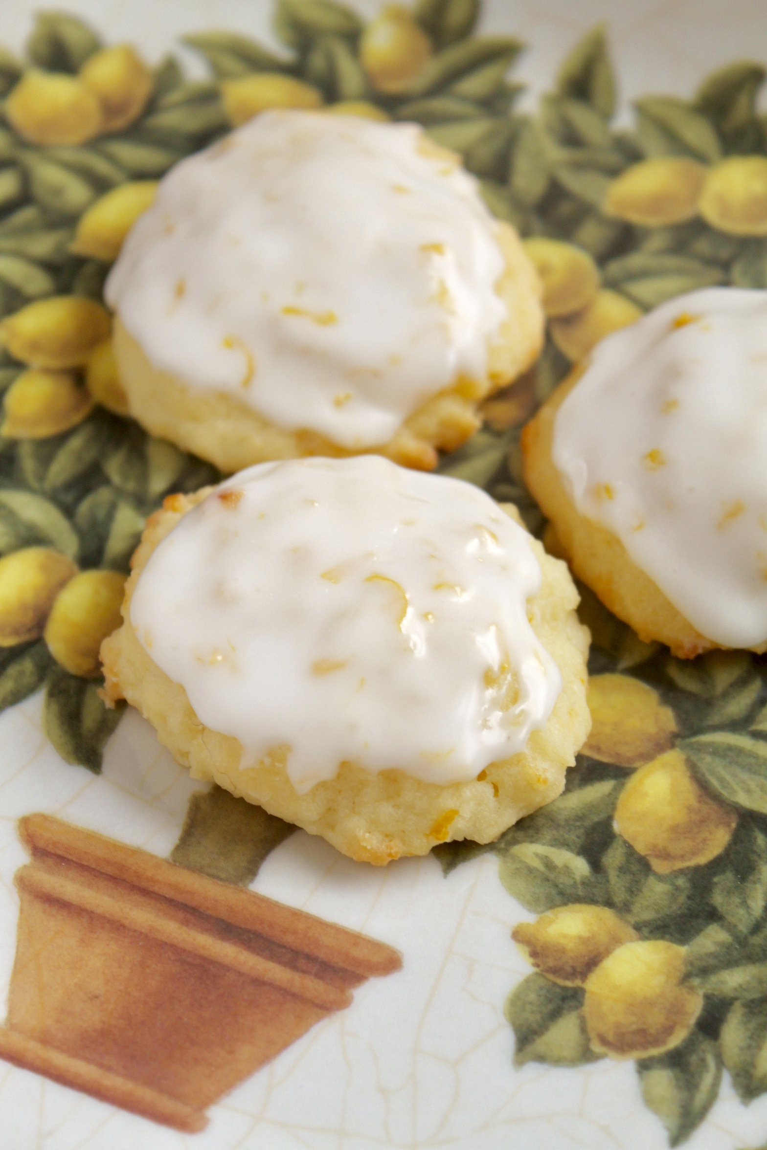 lemon ricotta cookies on a lemon plate