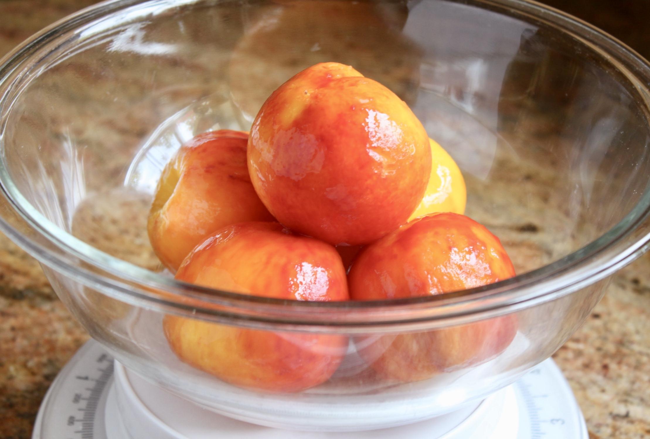 bowl of peeled peaches