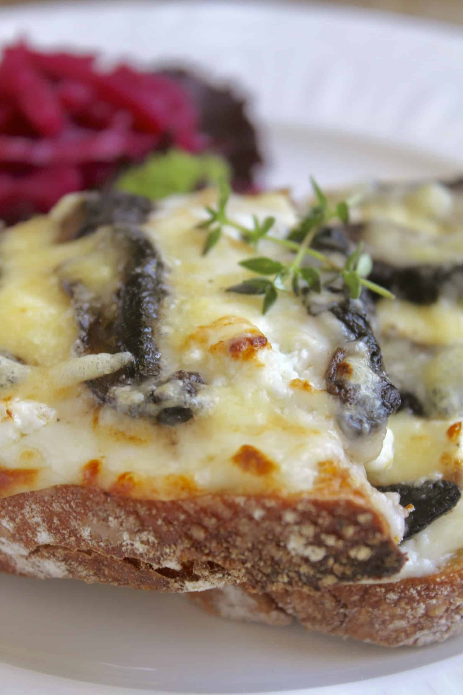 croque monsieur recipe with cheese and mushrooms