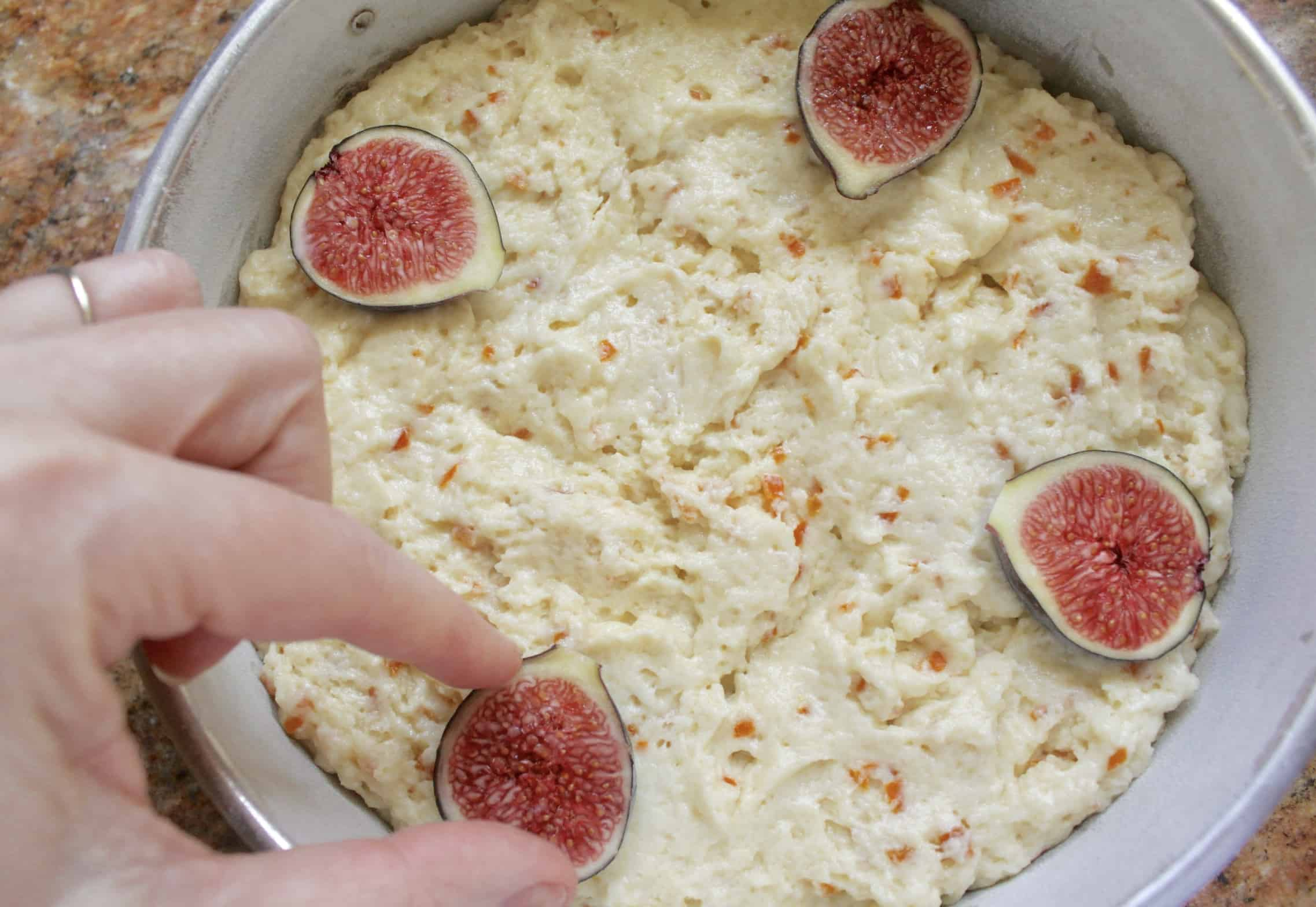 topping fig cake with figs