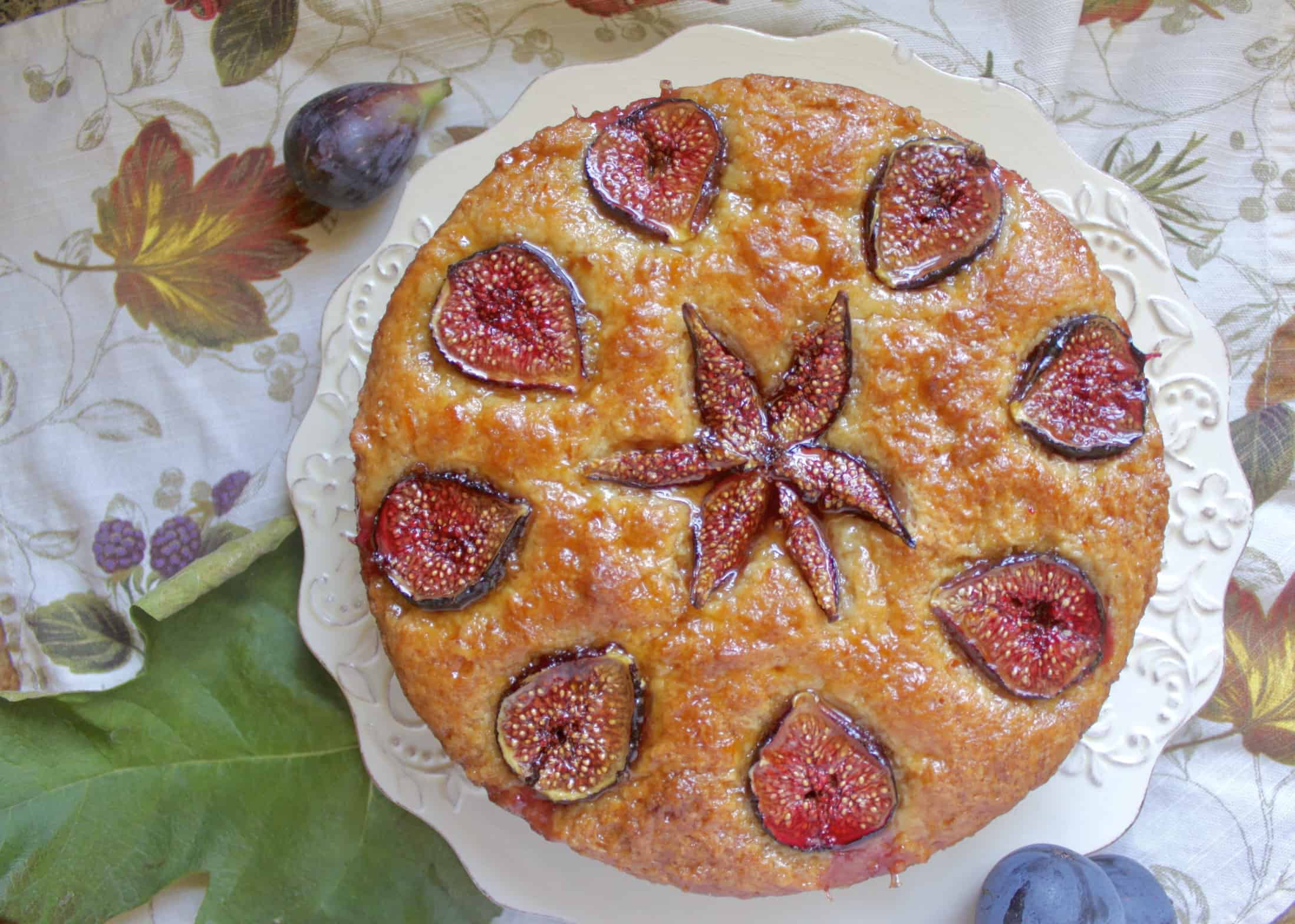 overhead photo of fig cake